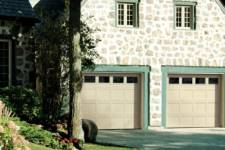 Traditionnal garage door